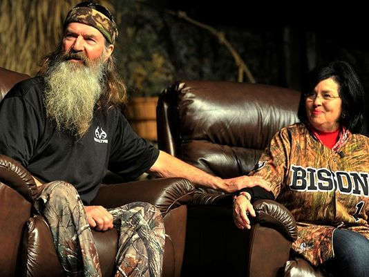 the show features phil and kay robertson phil s brother si who s a
